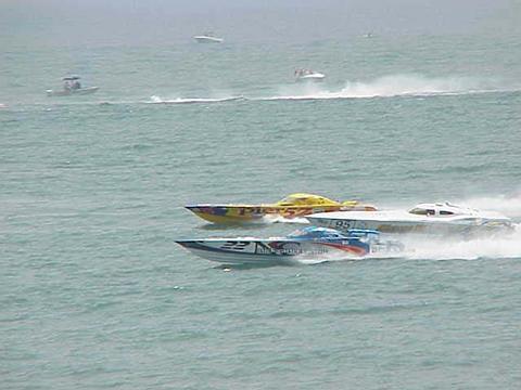 boatraceboat.jpg